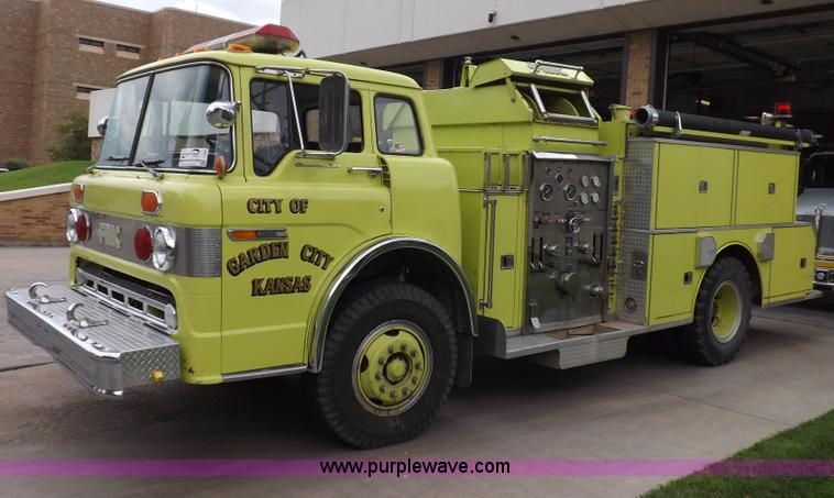 I7667.JPG - 1980 Ford Custom Cab 8000 firetruck , 32,312 miles on odometer , Caterpillar 3208 diesel engine , En...