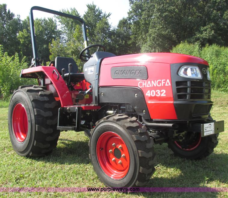 E7341.JPG - 2012 Changfa 4032 MFWD tractor , 2 actual hours , Three cylinder direct injection diesel engine , Mo...