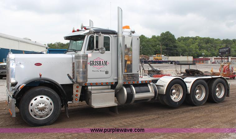 H6711.JPG - 1997 Peterbilt 379 semi truck , 407,298 miles on odometer , Caterpillar 3406 14 6L L6 diesel engine ...