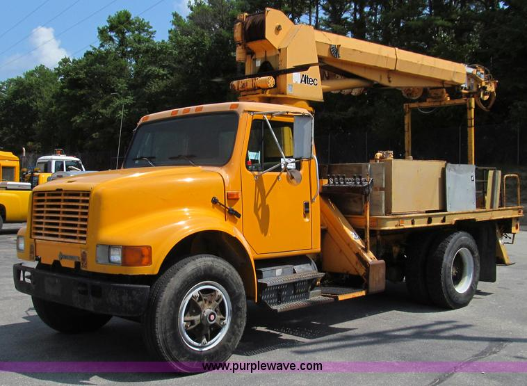 G2080.JPG - 1993 International 4900 digger derrick truck , 168,235 miles on odometer , 10,201 hours on meter , I...