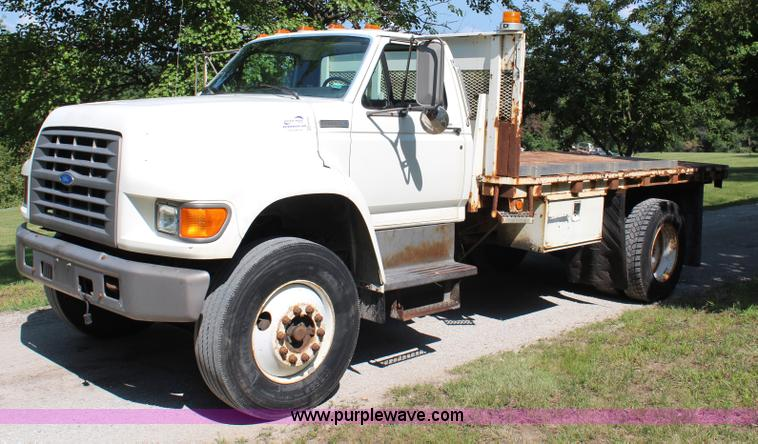 H6545.JPG - 1996 Ford F800 flatbed truck , 109,323 miles on odometer , Cummins 5 9L six cylinder diesel engine ,...
