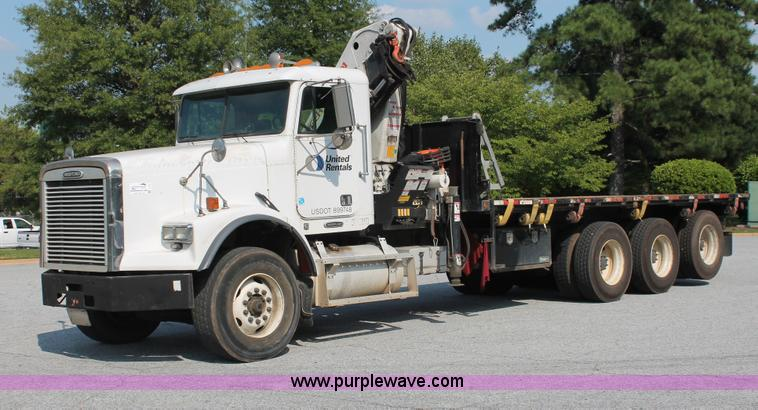 I7757.JPG - 2002 Freightliner FLD120SD triple axle semi truck with Palfinger knuckle boom crane , 517,713 miles ...