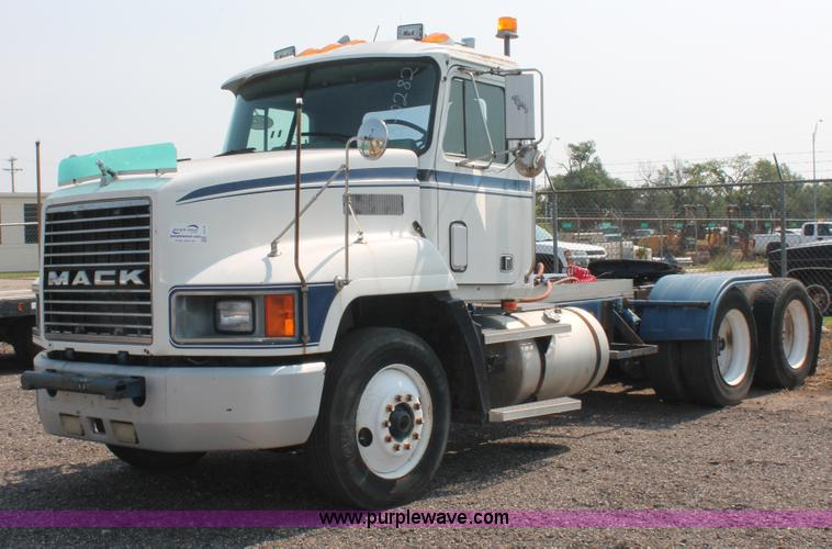 I8179.JPG - 1991 Mack CH613 semi truck , 13,291 miles on odometer , Mack E7 12 0L L6 diesel engine , Manual tran...