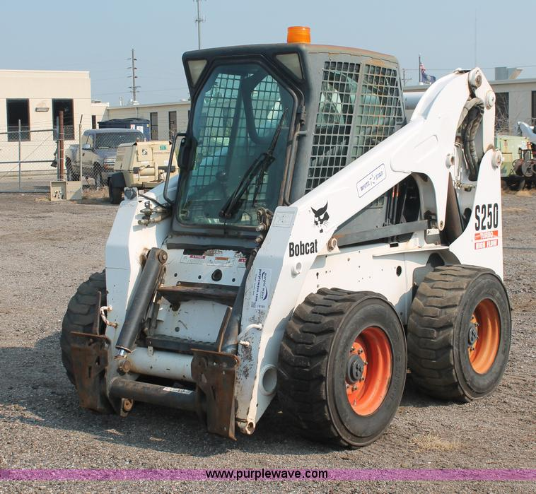 I8191.JPG - 2004 Bobcat S250 Turbo skid steer , 1,884 hours on meter , Kubota four cylinder diesel engine , Trac...