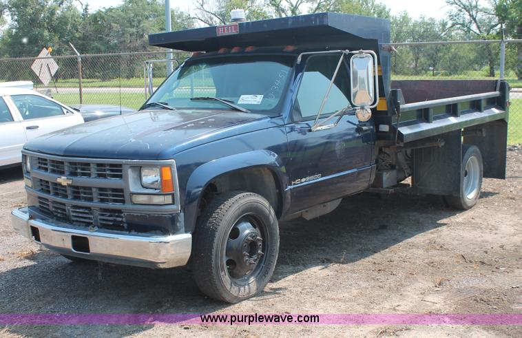 I8236.JPG - 1998 Chevrolet Silverado 3500 HD dump body truck , 69,183 miles on odometer , 7,533 hours on afterma...