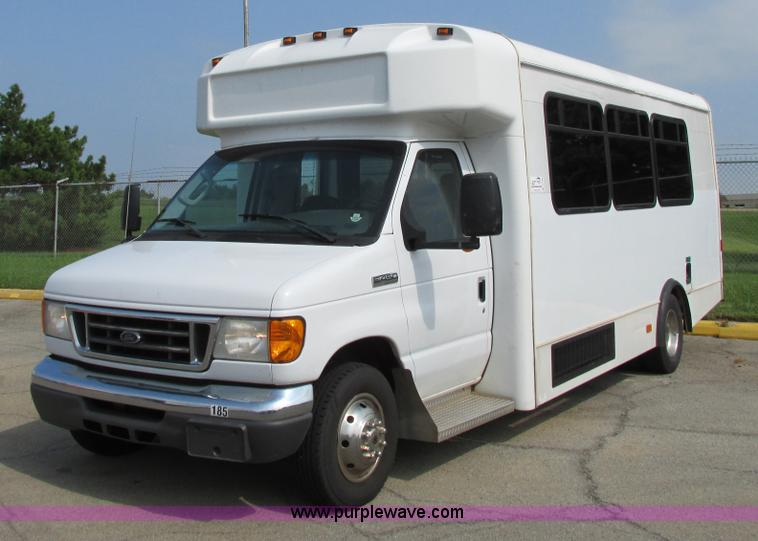 B4790.JPG - 2006 Ford E450 transit vehicle , 127,546 actual miles , 6 0L V8 diesel engine , Automatic transmissi...