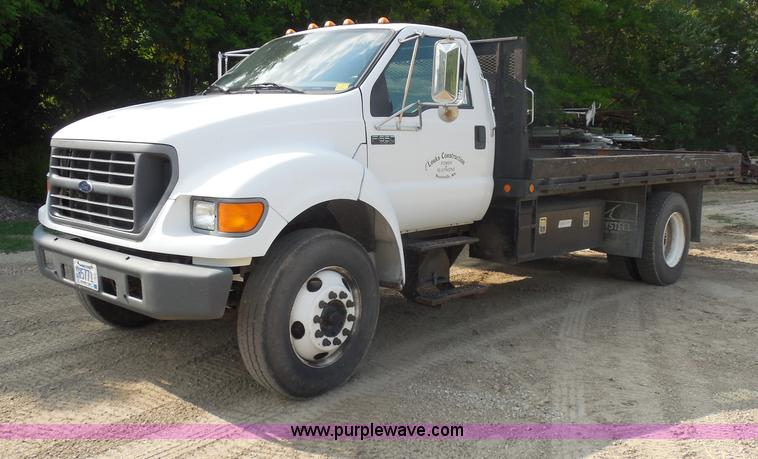 G8981.JPG - 2000 Ford F650 Super Duty flatbed truck , 71,793 acutal miles , 7 3L V8 diesel engine , Six speed ma...