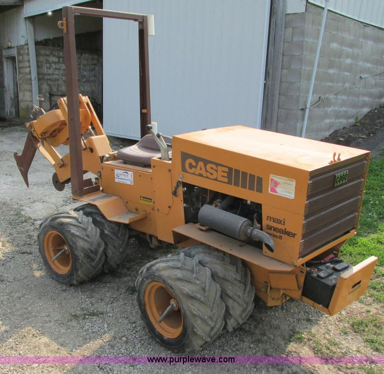 G8995.JPG - 1991 Case Maxi Sneaker B cable plow , 214 hours on meter , Mitsubishi two cylinder diesel engine , H...