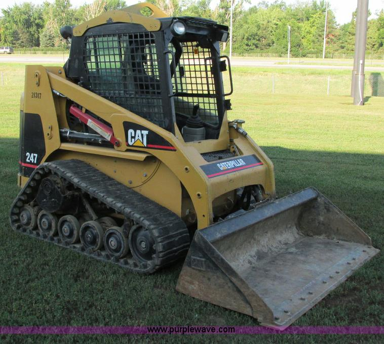 E5193.JPG - 2003 Caterpillar 247 track skid steer , 2,856 hours on meter , Hours may vary, still in use , Caterp...