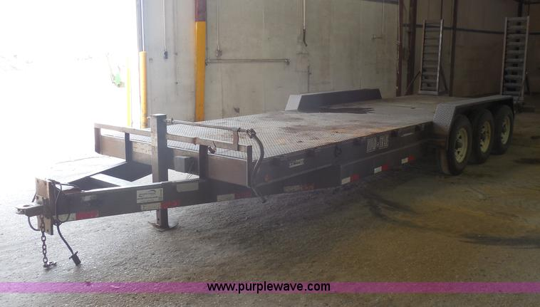 E5166.JPG - 2005 Load Trail triple axle trailer , 24L , 5 x 16 quot ramps , Break away box , 7W platform , Stake...
