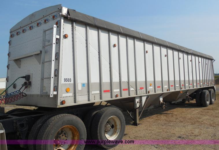 E5170.JPG - 1995 Corn Husker 40 grain trailer , Model 800ALSP 122894 3369 , Dual hopper , Manual gates , Front a...