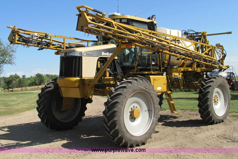 E5188.JPG - 2005 Ag Chem RoGator 1064 self propelled sprayer , 2,061 hours on meter , Caterpillar 3126 six cylin...