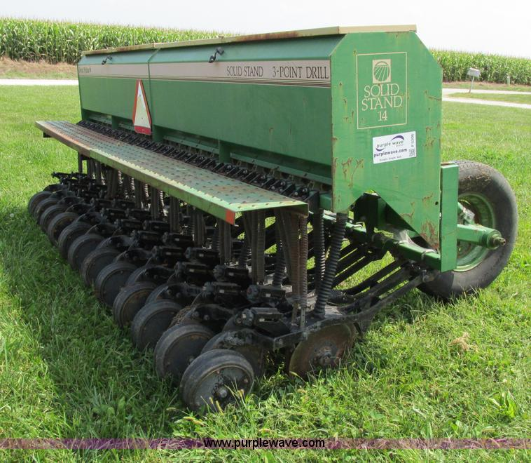 F5206.JPG - Great Plains Solid Stand 14 drill , Model 3PD142307920134 , 14W , 23 row , Wide gauge wheels , Three...