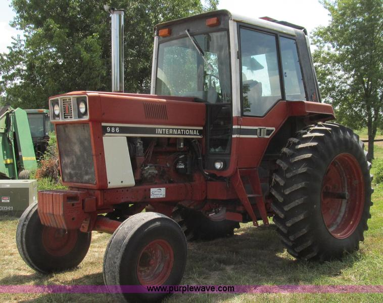 G2088.JPG - 1976 International 986 tractor , 8,578 hours on meter , Hours may vary, unit in use , International ...