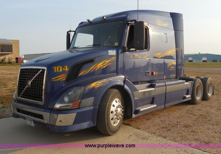 I1497.JPG - 2006 Volvo VNL semi truck , 1,039,728 actual miles , Volvo VE D12 12 1L L6 diesel engine , Eaton Ful...