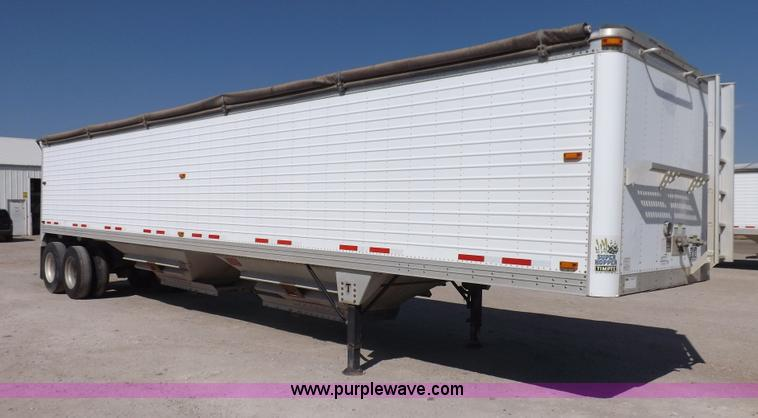 I7594.JPG - 2007 Timpte Super Hopper grain trailer , 423 quot L x 8W x 114 quot H , Two speed dual leg landing g...