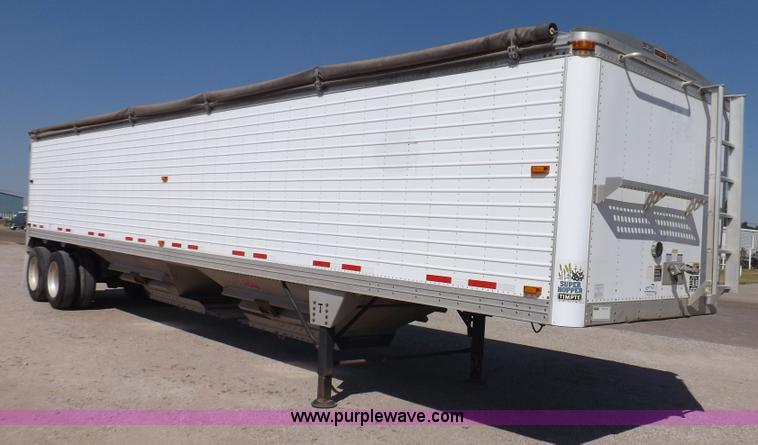 I7595.JPG - 2007 Timpte Super Hopper grain trailer , 423 quot L x 8W x 114 quot H , Two speed dual leg landing g...