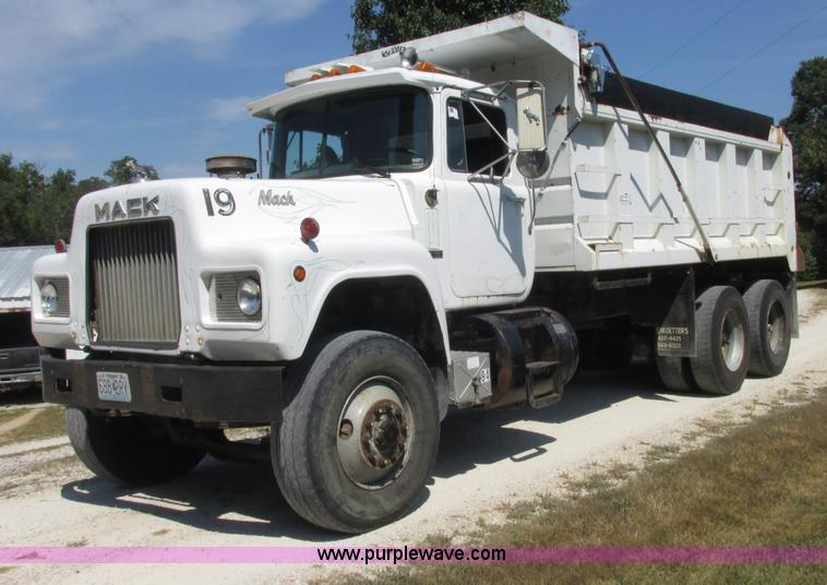 E7343.JPG - 1983 Mack RD686S dump truck , 669,613 miles on odometer , Mack 350 diesel engine , 8LL manual transm...