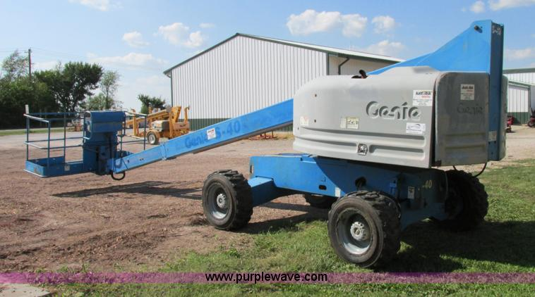 F5217.JPG - 2000 Genie S40 boom lift , 3,659 hours on meter , Ford four cylinder dual fuel engine , Gas or LP , ...