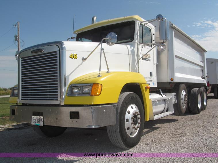 F7115.JPG - 2001 Freightliner FLD120 tri axle dump truck , 962,349 miles on odometer , Miles may vary, unit is s...