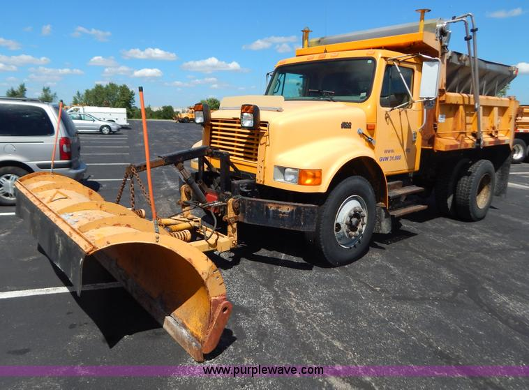 G3484.JPG - 1997 International 4900 dump truck , 156,504 miles on odometer , 17,658 hours on meter , Internation...