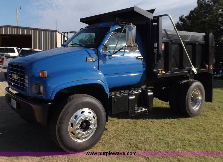 I7620.JPG - 2002 GMC C7500 dump truck , 119,408 miles on odometer , Caterpillar 3126 7 2L six cylinder turbo die...