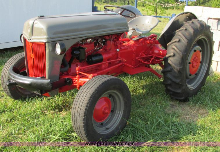 I4983.JPG - 1941 Ford 9N tractor , Ford four cylinder flathead gas engine , Sherman manual transmission , 6F 2R ...