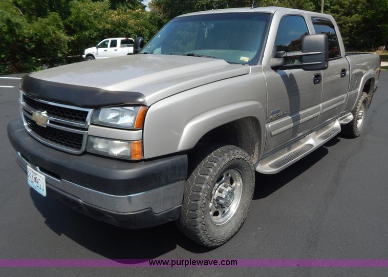 G9467.JPG - 2006 Chevrolet Silverado 2500HD pickup truck , 155,707 miles on odometer , 6 6L V8 OHV 32V turbo die...