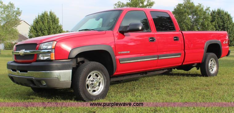 H6843.JPG - 2004 Chevrolet Silverado 2500HD Crew Cab pickup truck , 54,741 miles on odometer , 8 1L V8 OHV 16V g...