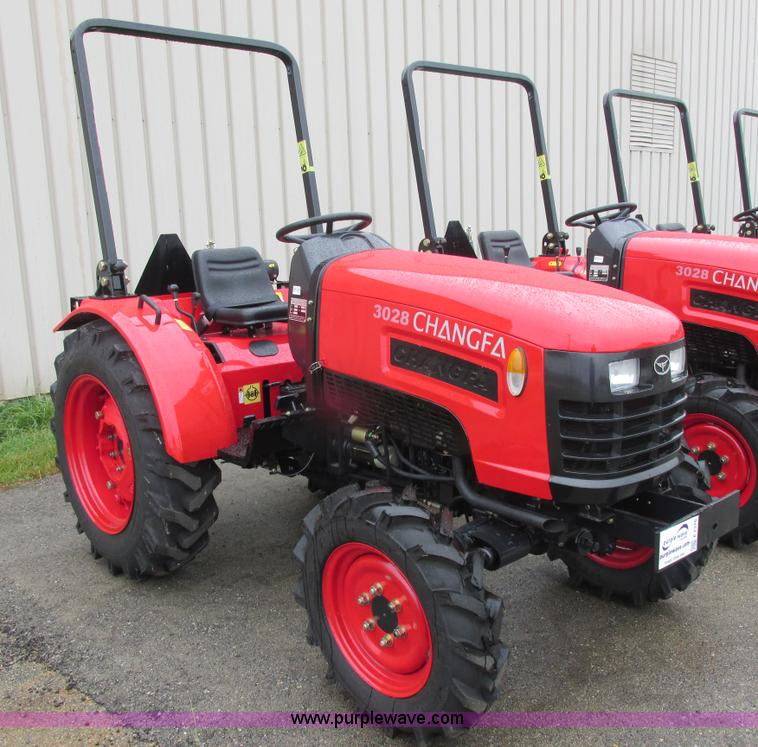 E7370.JPG - 2012 Changfa 3028 MFWD tractor , 3 7 actual hours , Three cylinder direct injection diesel engine , ...