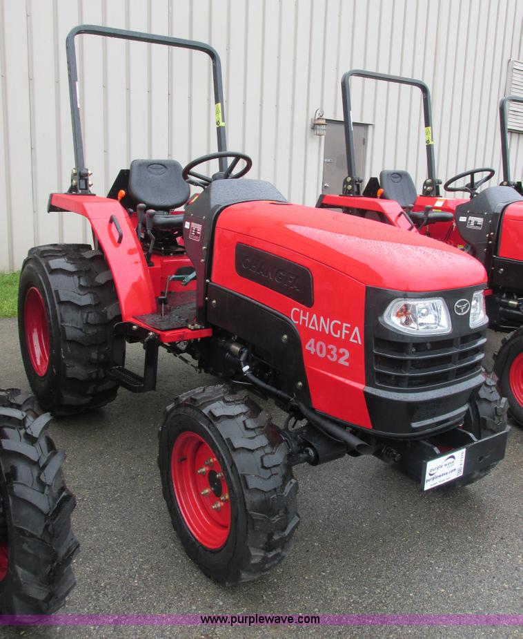 E7376.JPG - 2012 Changfa 4032 MFWD tractor , 1 0 actual hours , Three cylinder direct injection diesel engine , ...