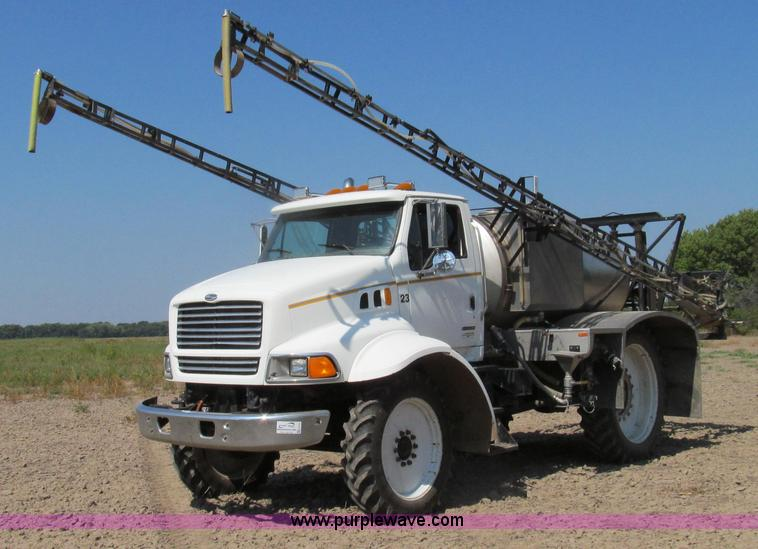 G2103.JPG - 1999 Sterling L8513 pre/post liquid fertilizer applicator sprayer , 24,064 miles on odometer , 5,634...