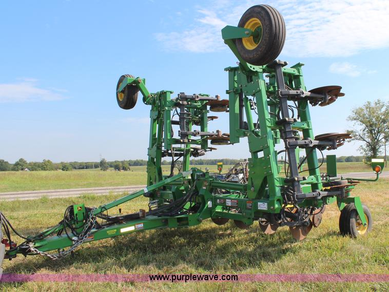 H6691.JPG - 2009 John Deere 2510H nutrient applicator , 15 rows , 30 quot spacing , Raven NH3 dual super cooler ...