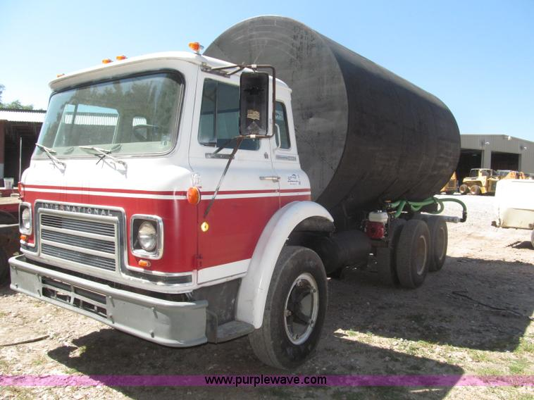 F7099.JPG - 1975 International Cargostar 1610B water truck , 77,012 miles on odometer , International 345 C I D ...