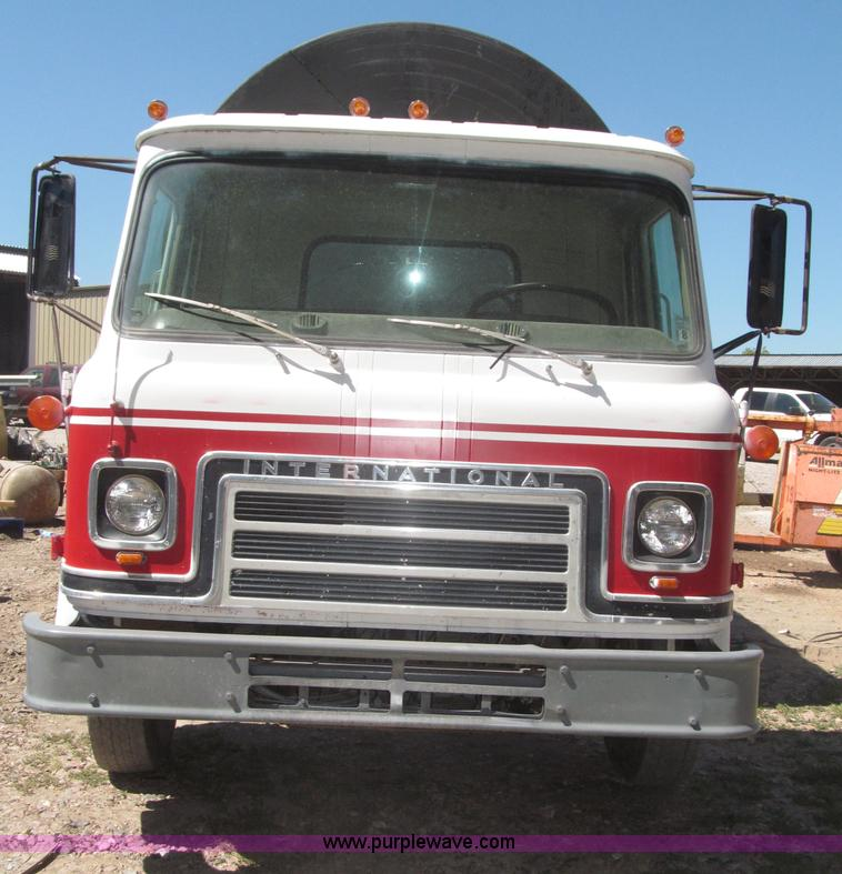 F7099F.JPG - 1975 International Cargostar 1610B water truck , 77,012 miles on odometer , International 345 C I D ...