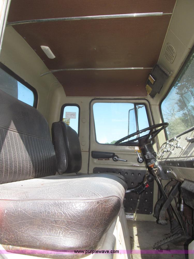 F7099W.JPG - 1975 International Cargostar 1610B water truck , 77,012 miles on odometer , International 345 C I D ...