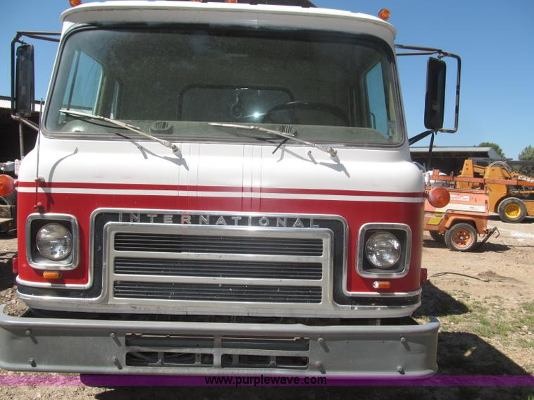 F7099ZC.JPG - 1975 International Cargostar 1610B water truck , 77,012 miles on odometer , International 345 C I D ...
