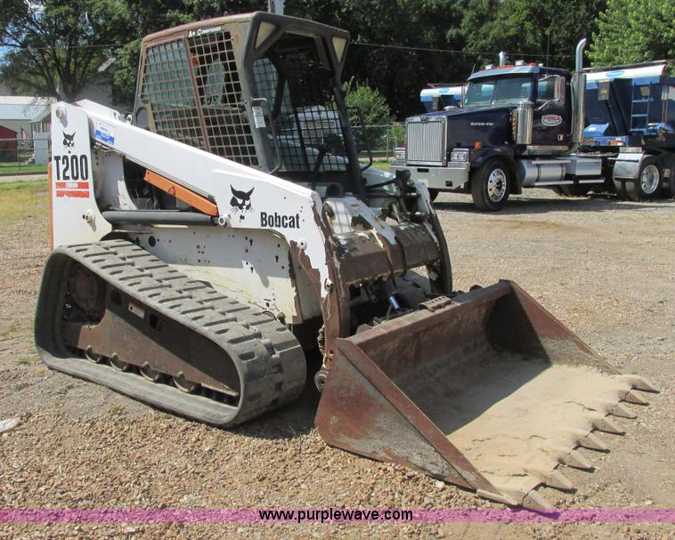 E7354.JPG - 2001 Bobcat T200 track skid steer , 4,112 hours on meter , Four cylinder turbo diesel engine , Enclo...