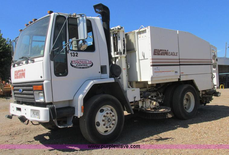 E7359.JPG - 1996 Ford CF7000 street sweeper , 30,305 miles on odometer , 4,390 hours on meter , Cummins ISB 5 9L...