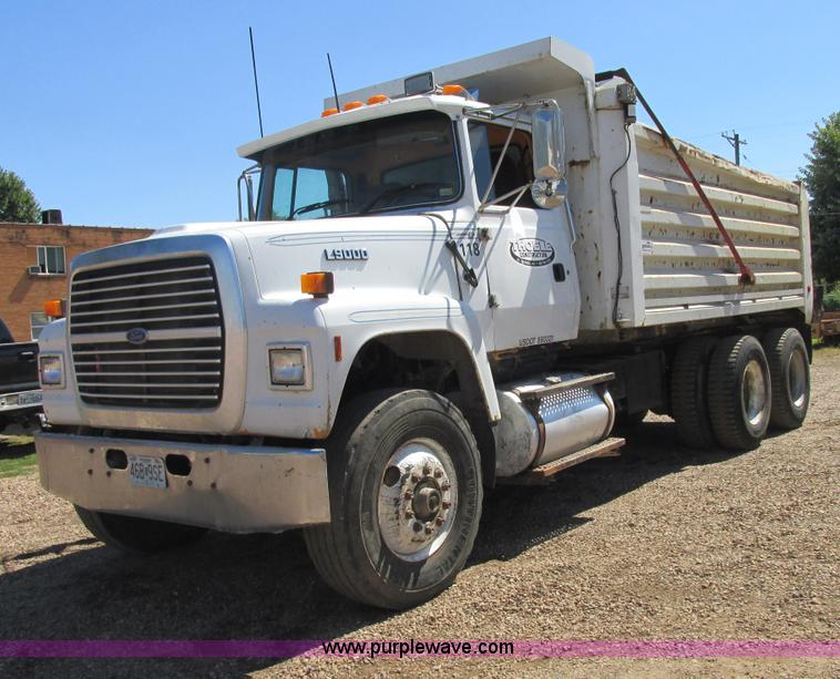 E7361.JPG - 1995 Ford LT9000 dump truck , 372,254 miles on odometer , Diesel engine , Roadranger 8LL eight speed...