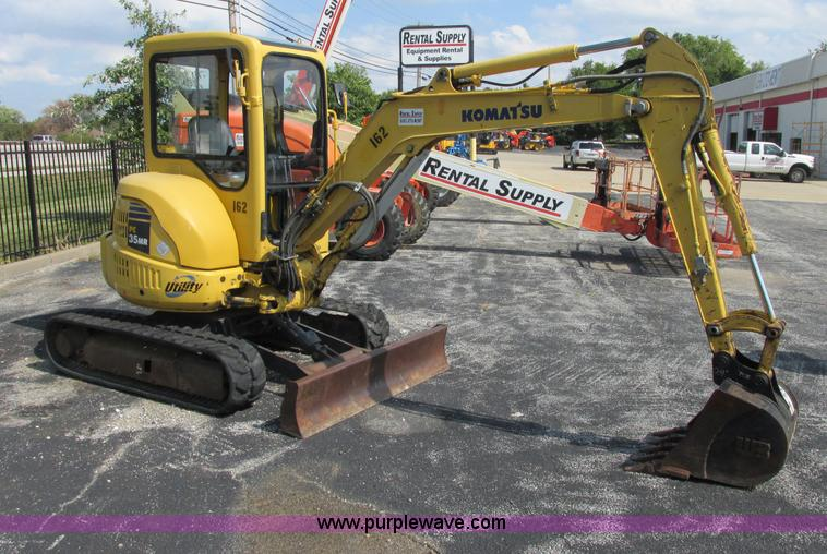 E7385.JPG - 2006 Komatsu PC35MR 1 mini excavator , 2,084 hours on meter , Komatsu three cylinder diesel engine ,...