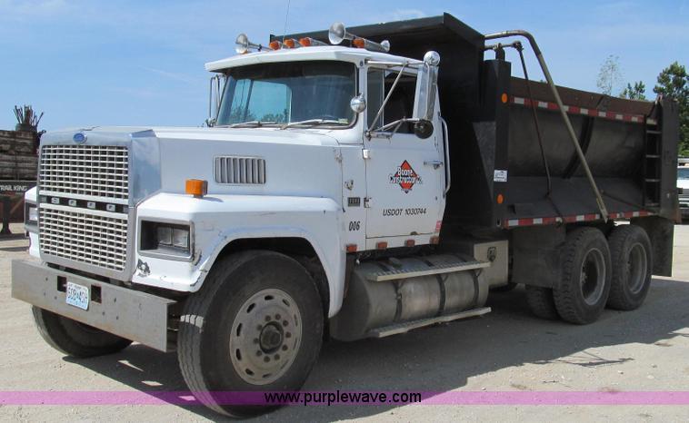 G2101.JPG - 1986 Ford LTL9000 dump truck , 714,050 miles on odometer , Cummins 400 diesel engine , Eaton Fuller ...