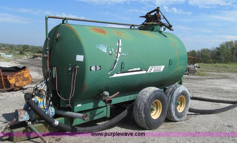 G2111.JPG - Badger 8700L BN326 honey wagon , 2,000 gallon capacity , 1,000 PTO , Pearson Bros PB 10 pump , 4 quo...