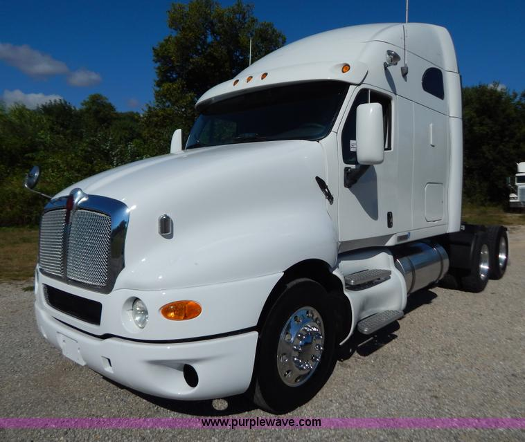 B5878.JPG - 2006 Kenworth T2000 semi truck , 796,177 miles on odometer , 4,867 hours on meter , Caterpillar C15 ...