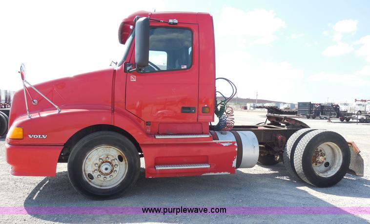 E7701.JPG - 2000 Volvo VNL semi truck , 172,588 miles on odometer , Cummins ISM 10 8L L6 diesel engine , 330 to ...