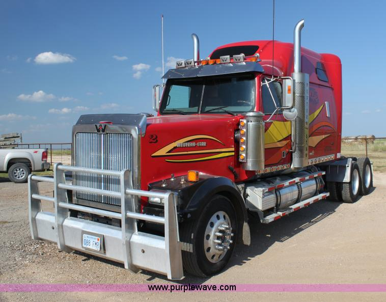 G4127.JPG - 2006 Western Star 4900EX semi truck , 878,429 miles on odometer , 22,177 hours on meter , Caterpilla...
