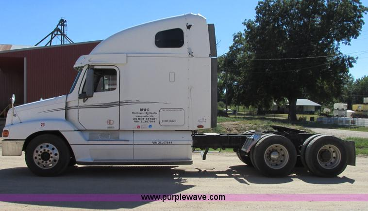 I4980.JPG - 2002 Freightliner Century Class ST120 semi truck , 1,129,645 actual miles , Detroit Diesel Series 60...