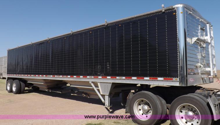 I7586.JPG - 2012 Wilson DWH 550B Pacesetter grain trailer , 46L x 8 5W x 1010 quot H , 84 quot H sides , Dual le...