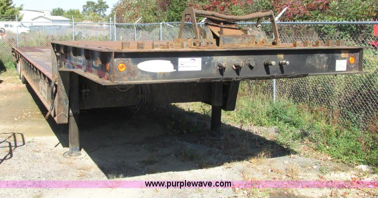 G8947.JPG - 2006 Ledwell LW48HT2 10 PB Hydratail trailer , 94 quot upper deck , 45 lower deck , 102 quot W , 4 f...