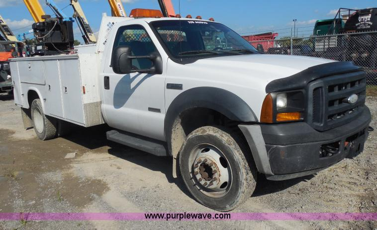 I1343.JPG - 2007 Ford F550 Super Duty service truck , 174,898 miles on odometer , 6 0L V8 OHV 32V turbo diesel e...